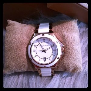 Authentic Michael Kors watch. Box and extra pcs